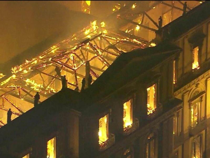 O povo brasileiro enlutado - queimaram-lhe o seu mais antigo museu!