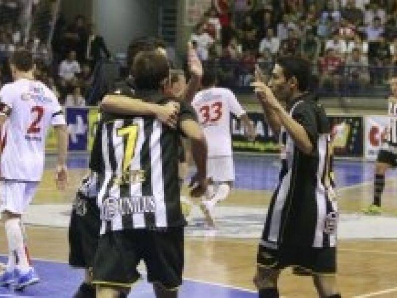 Futsal: Santos goleia e recupera a liderança do seu grupo