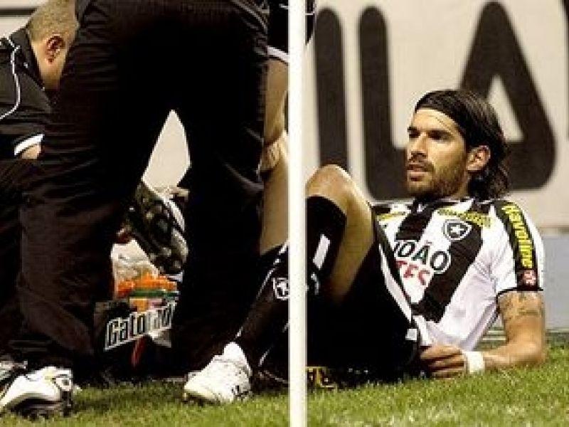 Loco Abreu ficará dez dias sem atuar por causa de lesão no joelho