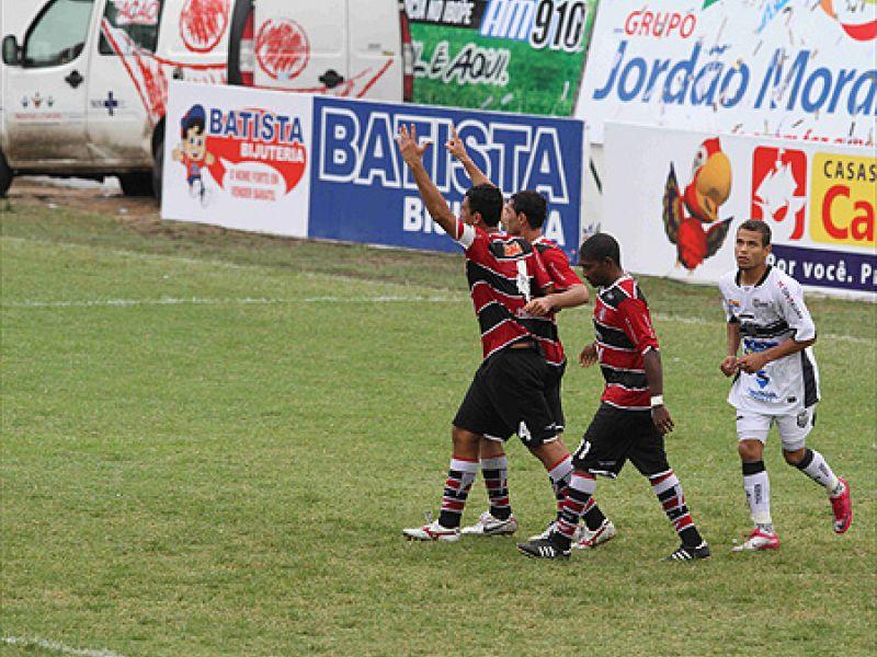 Santa Cruz derrota o Central em Caruaru e volta à liderança do Pernambucano