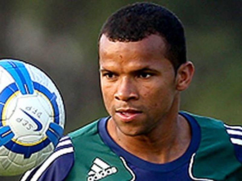 Mais um reforço: Sport traz o lateral Vítor, ex-Goiás e Palmeiras