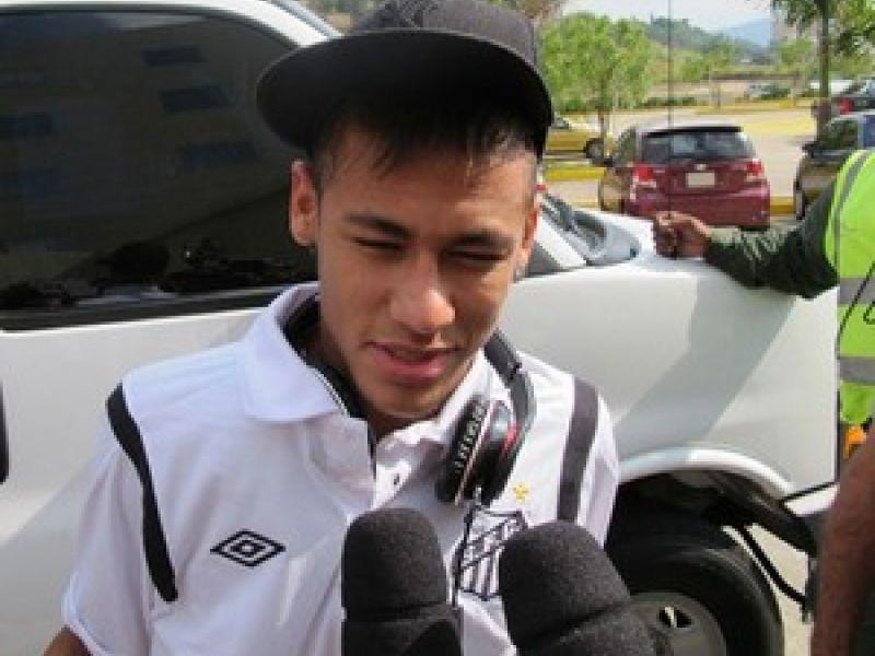 Com Neymar, Santos estreia hoje na Libertadores, mas Adílson esconde o time