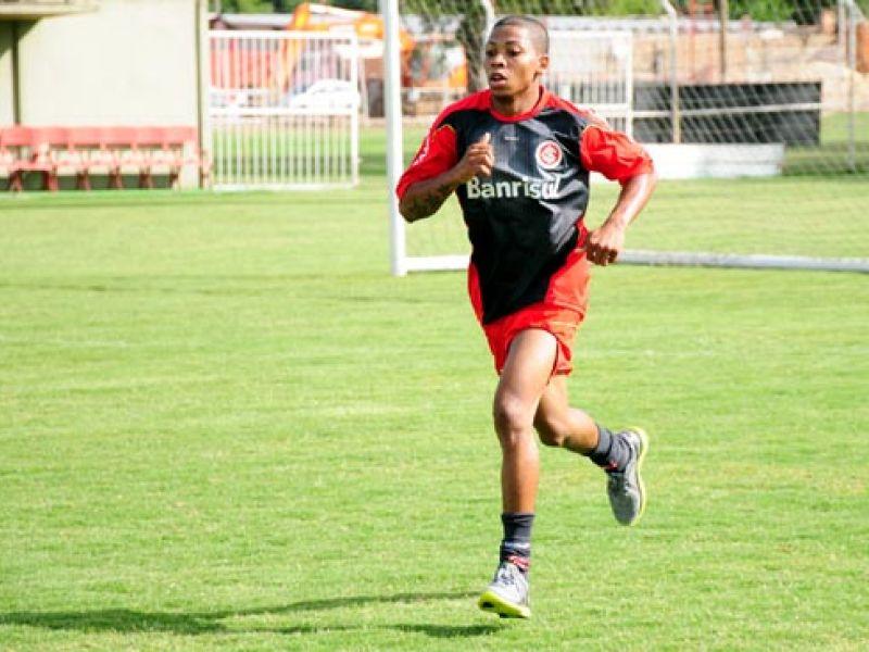 Penedense Marinho corre contra o tempo para ocupar seu espaço no Inter