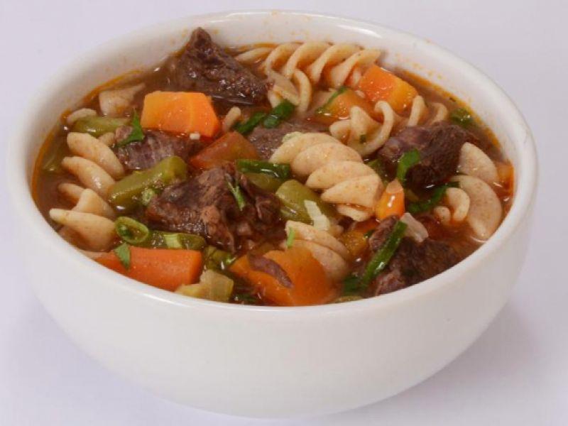 Receita: Sopa de carne com macarrão integral!