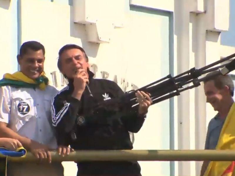 Campanha do PT entra com representação criminal contra Jair Bolsonaro