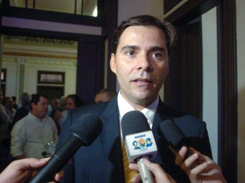 Ex-vice de Collor declara voto em Renan Filho e senador Renan