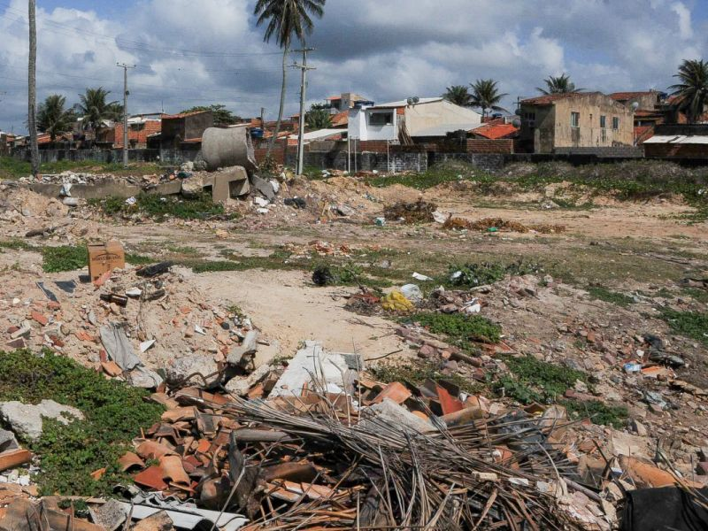 Projeto institui multa para proprietários de terrenos baldios abandonados em áreas urbanas