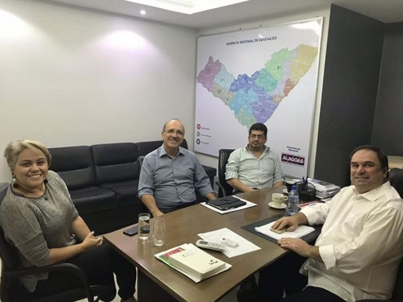 Luciano Barbosa recebe Ronaldo Lopes em seu gabinete para alinhar pauta sobre a Educação