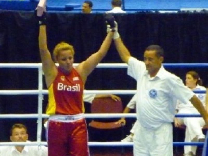 Brasileira conquista ouro inédito no Mundial de boxe em Barbados
