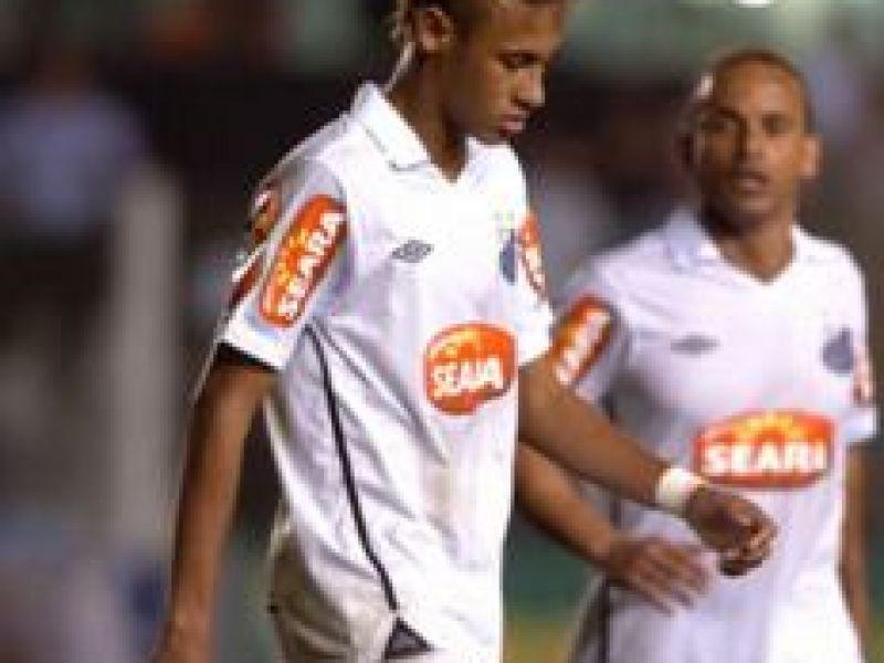 Técnico Dorival Júnior pede afastamento de Neymar por 15 dias