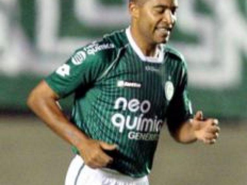 No Serra Dourada, Goiás goleia o Botafogo, que ainda segue no G4