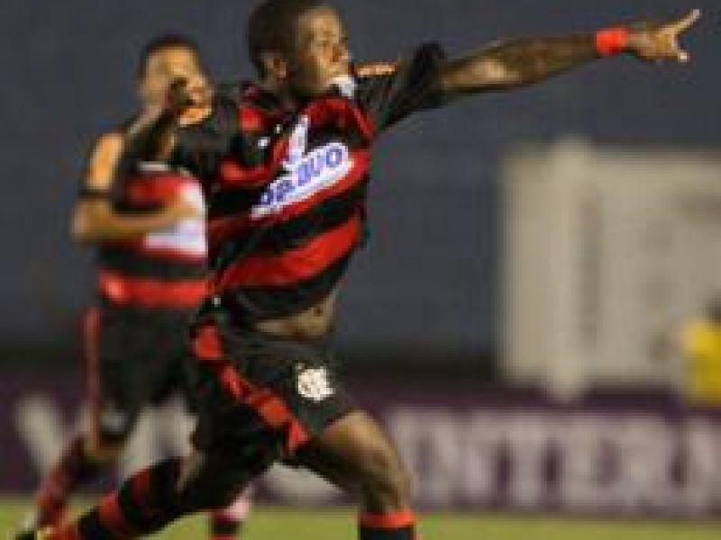 Após expulsão polêmica, Flamengo vira e vence o G. Prudente