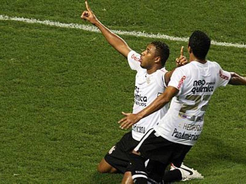 Forte na marcação, Corinthians vence e encosta no líder Fluminense