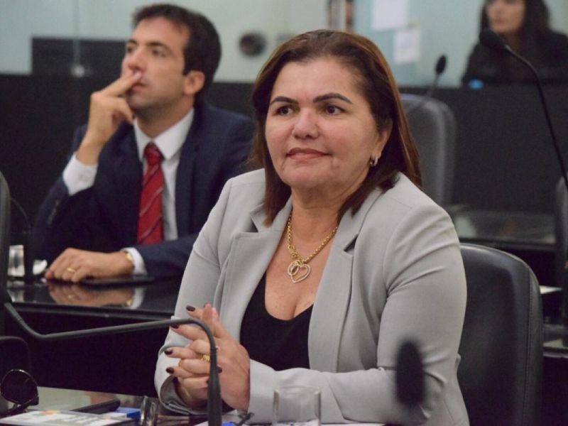 Deputada solicita a retomada das obras do IML de Palmeira dos Índios