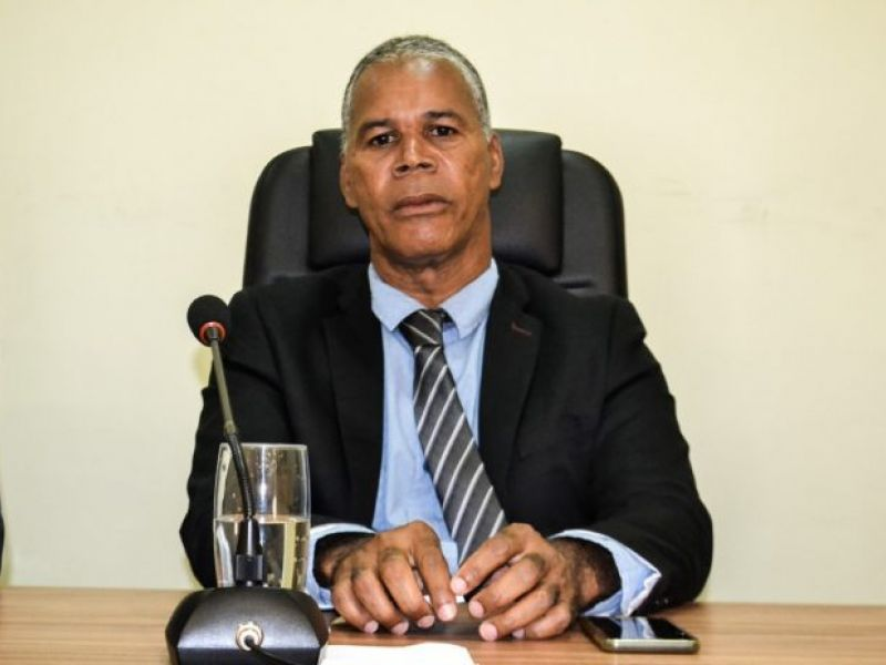 Vereador Edivaldo Santos viabiliza apoio da SEMTHAS para moradora de casa sob risco de desabamento