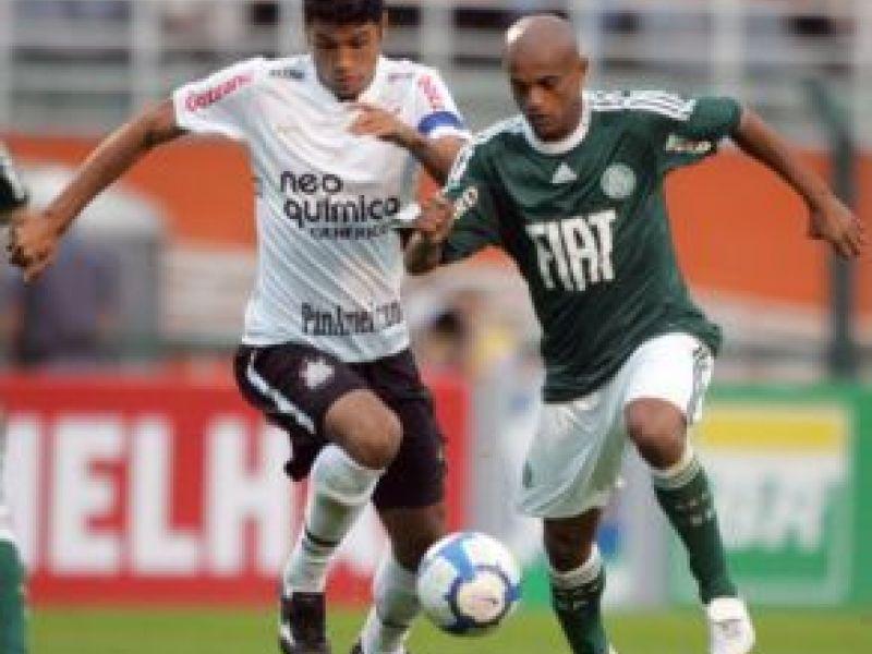 Palmeiras joga melhor mas fica apenas no empate com o Corinthians