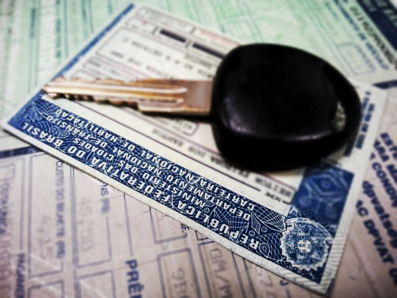 Projeto de lei isenta maiores de 60 anos da taxa para renovação da CNH