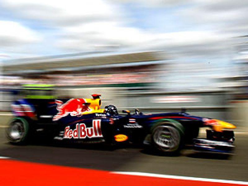 Vettel e Webber mostram favoritismo e fazem dobradinha em Silverstone