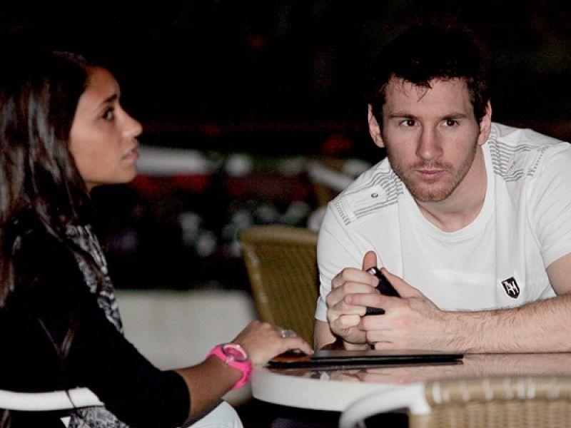 """Craque Lionel Messi passa férias na """"Cidade Maravilhosa"""" com a namorada"""