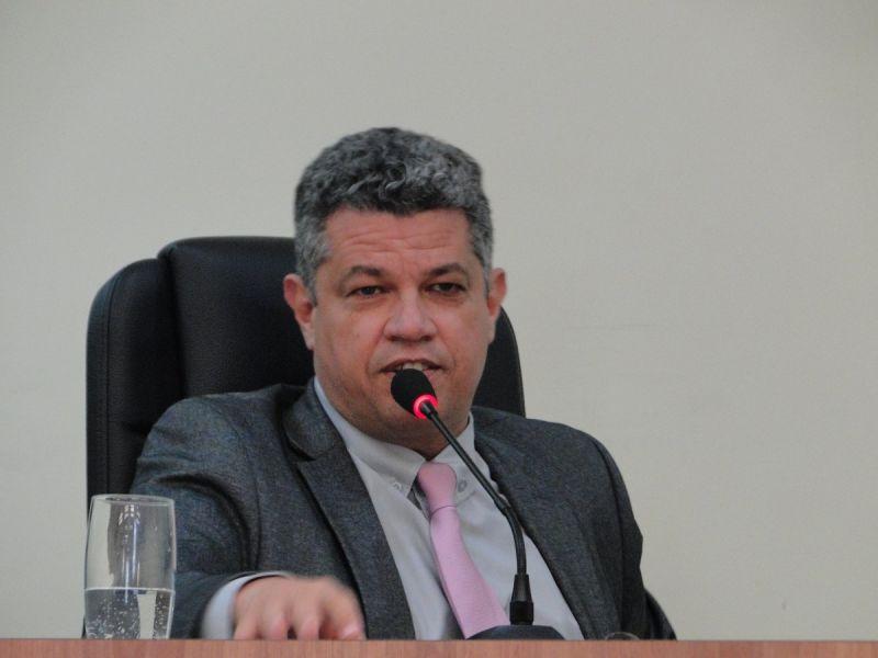 Júnior do Tó solicita regulamentação do pagamento de gratificação para servidores