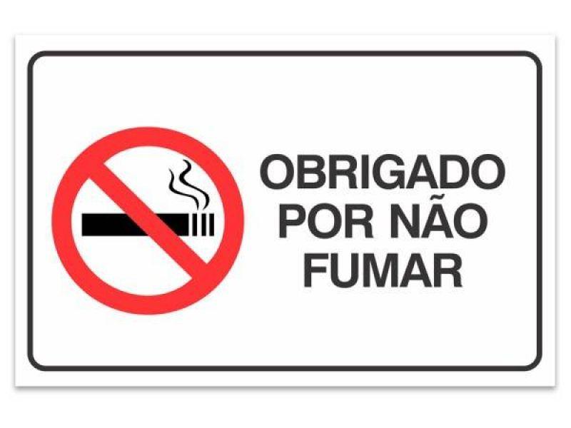 Projeto de lei proíbe venda de cigarros e equivalentes a menores de 21 anos
