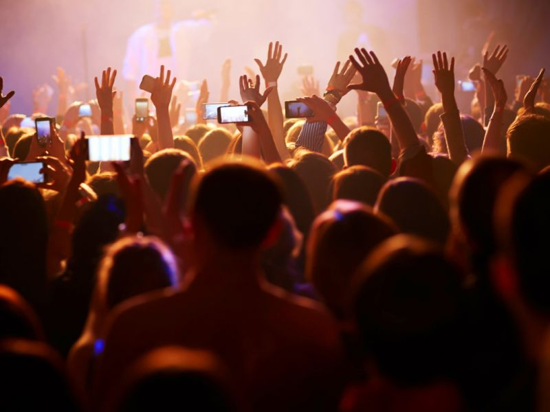 Atraso no horário de shows e apresentações públicas poderá acarretar multa