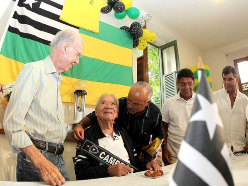 Botafoguenses comemoraram os 85 anos do eterno Nílton Santos