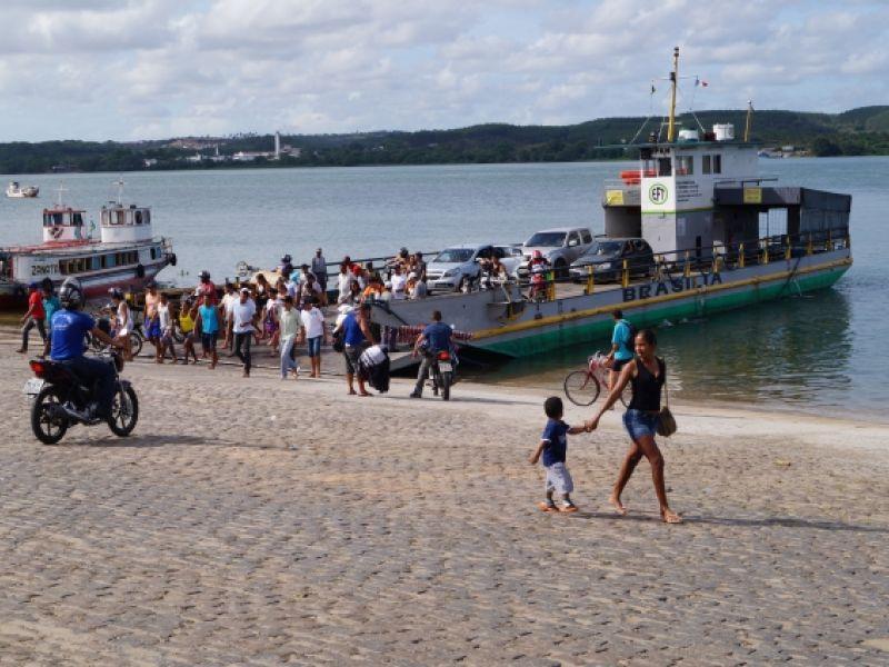 Associação divulga novos horários das balsas que fazem travessia entre Penedo e Neópolis