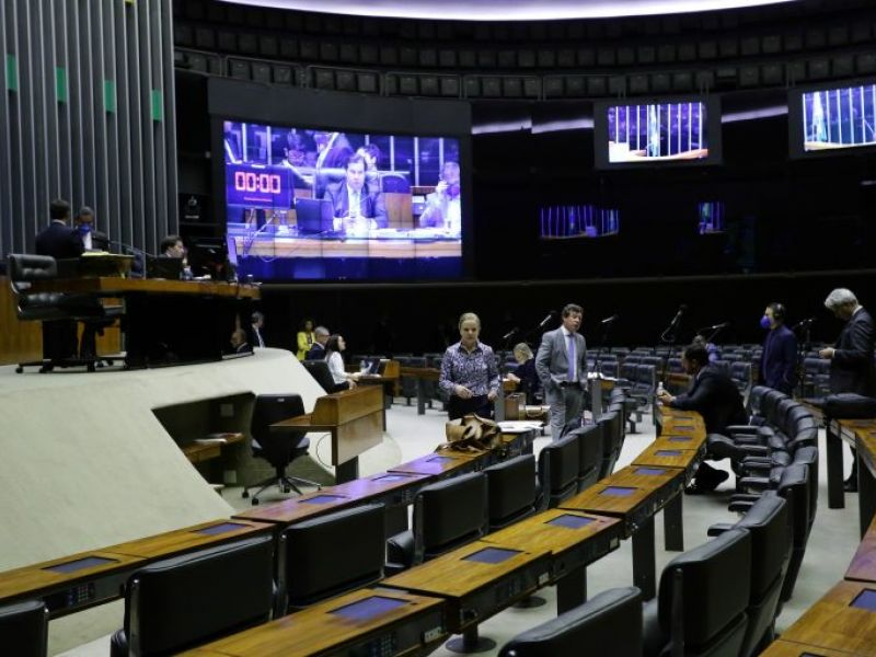 Câmara aprova auxílio de R$ 600 para pessoas de baixa renda durante epidemia