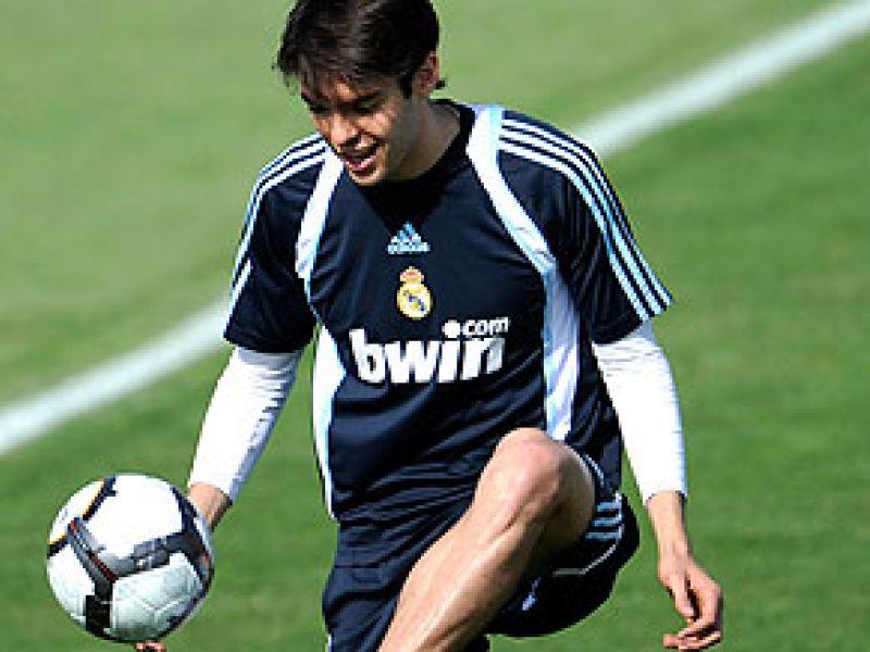 Kaká retorna e vai para o banco de reservas do Real Madrid