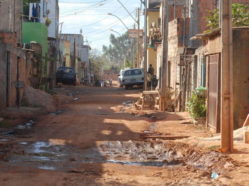 Um em cada dez domicílios no Brasil joga esgoto na natureza