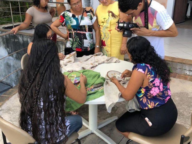 Com auxílio do Sebrae, associação de bordadeiras de Penedo cria plataforma digital