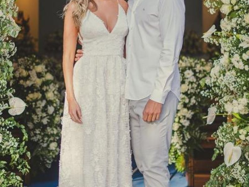Bárbara Evans mostra novas fotos do casamento e declara: 'Te amo, marido'