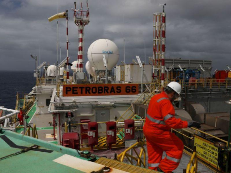 Petrobras recebe navio-tanque para operar na Bacia de Santos no dia 14