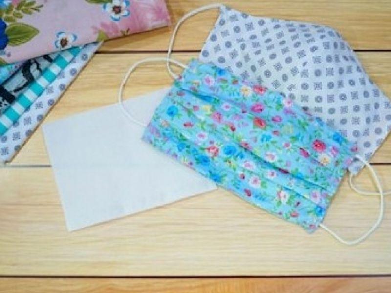 Máscaras de tecido produzidas por alunos do curso de bordado e renda são distribuídas em Maceió