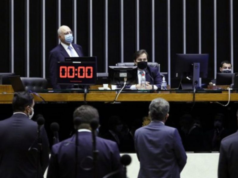 Câmara aprova adiamento das eleições municipais para novembro