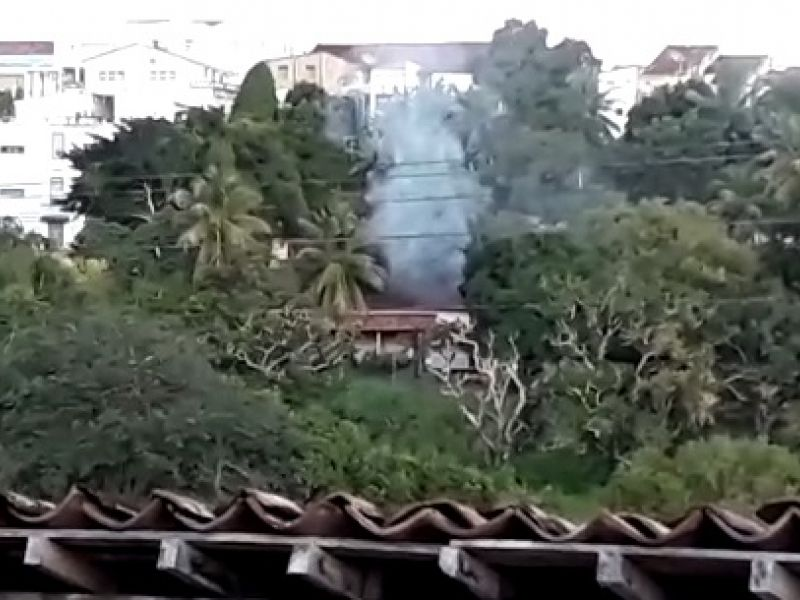 Incêndio de grandes proporções é registrado na Casa de Raquines em Penedo