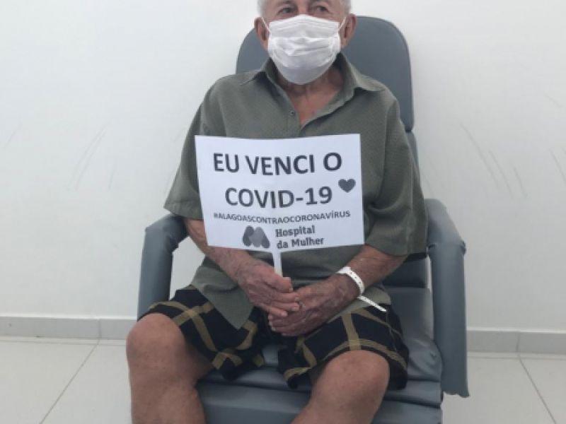 Idoso de 104 anos recebe alta do Hospital da Mulher após se recuperar da Covid-19