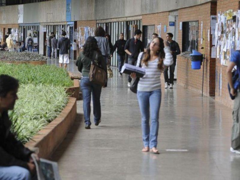 Fies: estudantes podem solicitar suspensão do pagamento de parcelas