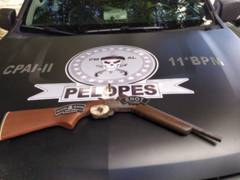 Denúncia faz polícia aprender espingarda com adolescente de 17 anos em Penedo