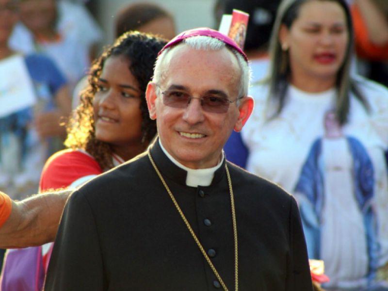 Bispo natural de Penedo apresenta melhora e volta a respirar sem máscara de oxigênio