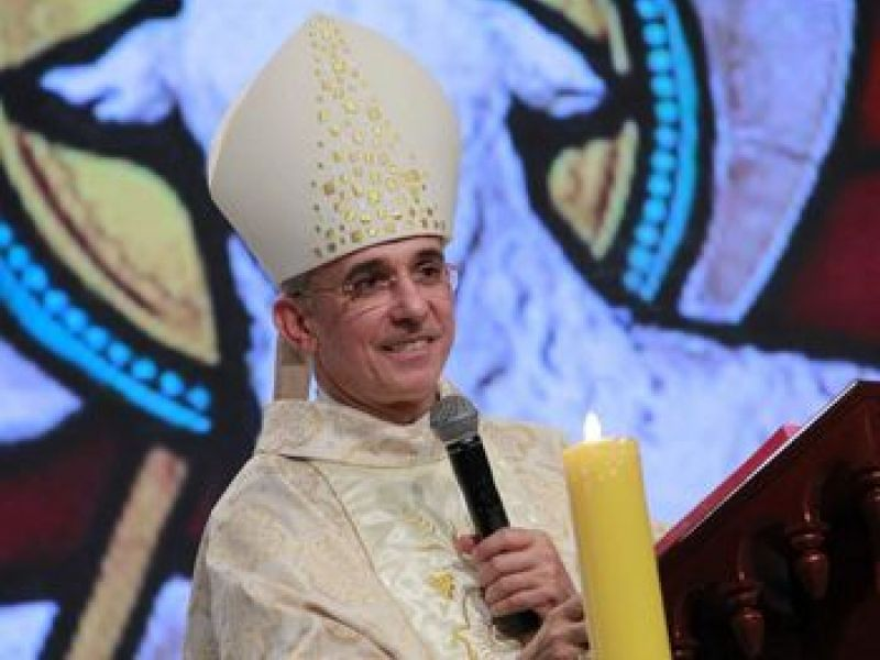 Bispo natural de Penedo que testou positivo para covid segue melhorando, mas continua na UTI