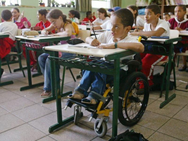 Projeto de lei torna obrigatório kit de acessibilidade para alunos com deficiência da rede pública