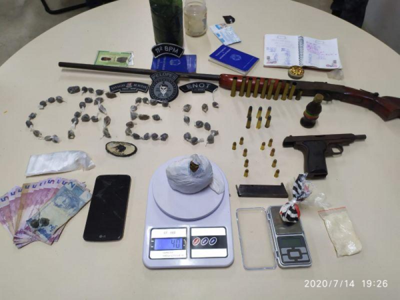 Quatro pessoas são presas por tráfico de entorpecentes na parte alta de Penedo