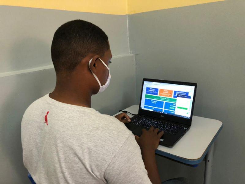 Em novo portal, Prefeitura disponibiliza conteúdos e reforço aos alunos da rede