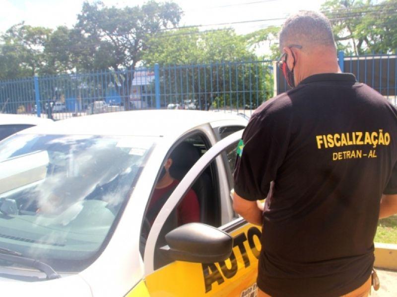 Detran/AL realiza fiscalização em centro de formação de condutores
