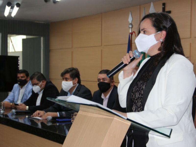 Fabiana Pessoa assume a prefeitura de Arapiraca, em cerimônia na Câmara de Vereadores