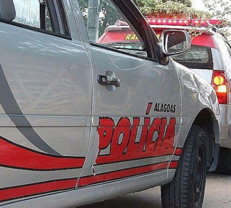 Mulheres pedem socorro em estrada de povoado após levarem facadas em Penedo