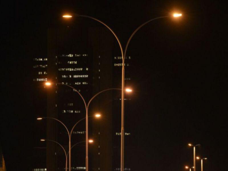 Rede de iluminação pública de Aracaju terá lâmpadas de LED e sistema informatizado
