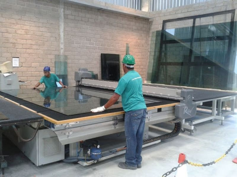Empresa especializada em vidros divulga oportunidade de emprego para penedenses